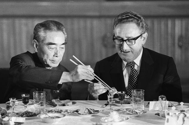 henry-kissinger-shares-a-meal-with-chinese-premier-zhou-enlai.jpg